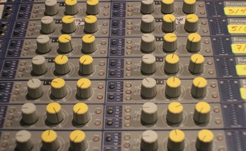 Small i am a student sound music recording studio 1685756