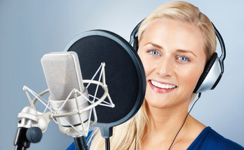 Small vo woman on microphone1